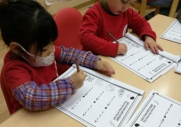 覚王山インターナショナルプリスクール2-3歳児クラス(Ducklingsクラス)の日常の様子|名古屋市千種区 バイリンガル幼稚園