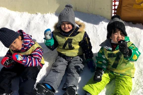 覚王山インターナショナルプリスクール 雪そり滑り&スキー