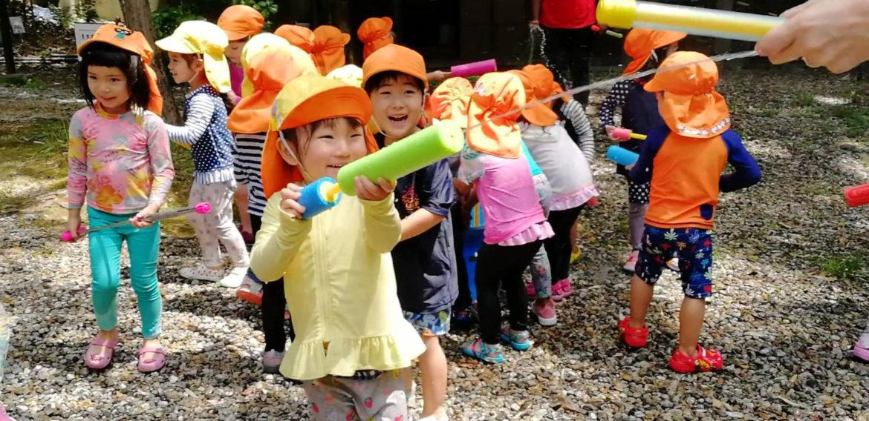 覚王山インターナショナルプリスクール 夏の恒例行事 ウォーターファイト(水遊び)