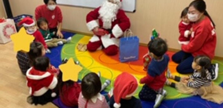 覚王山インターナショナルプリスクールにサンタさんがやって来ました! Santa comes to visit!